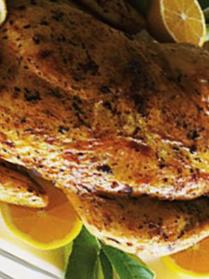 Вкусное блюдо - курица с сыром и помидорами