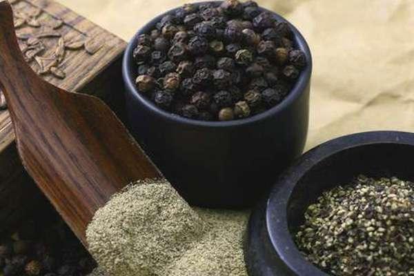 Черный молотый перец - полезные свойства