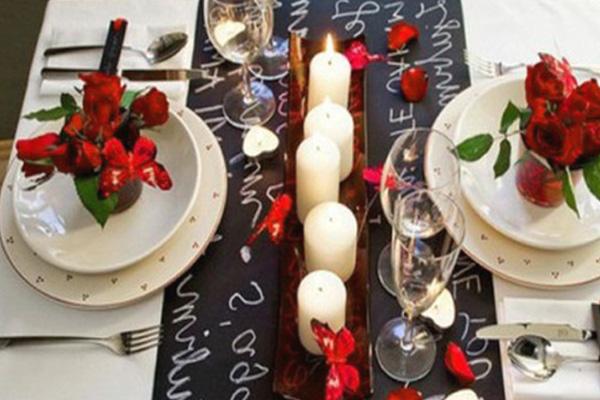Как украсить романтический стол