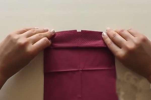 Заламываем открытые складки, получая «веерную» конструкцию