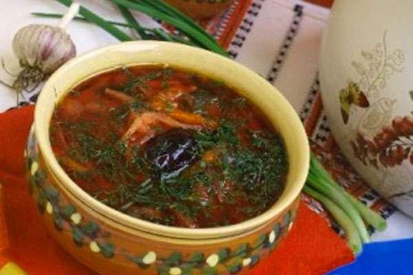 Украинский борщ - рецепт с фасолью и черносливом