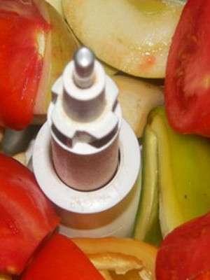 Готовим аджику из чеснока и яблок
