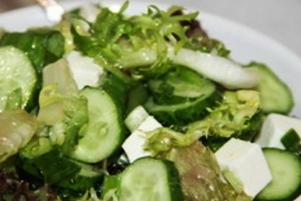 Салат из свежих огурцов - простой рецепт