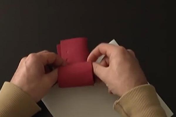 Как делать розочки из салфеток - шаг 2-й