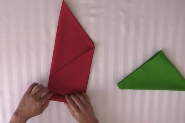 Делаем розочку из салфетки - шаг 3