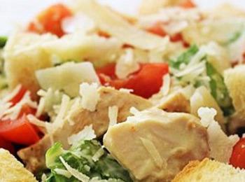 Классический греческий салат с курицей