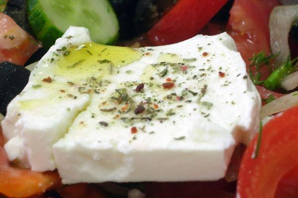 Что нужно для простого греческого салата