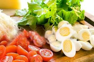 Салаьт с перепелиными яйцами