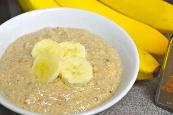 Традиционная овсянка с бананом - вариант завтрака