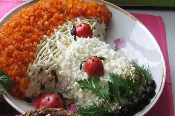 Красивое оформление блюда в виде грибочка