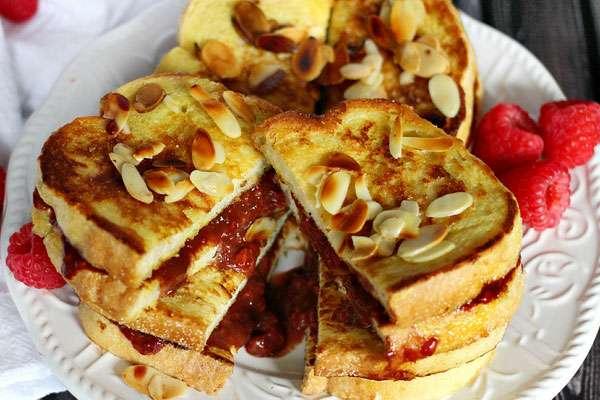 Тосты с бутербродными смесями