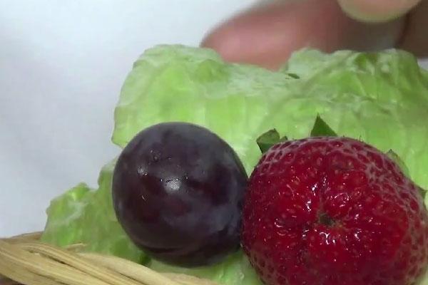 Чередуем фрукты для корзины