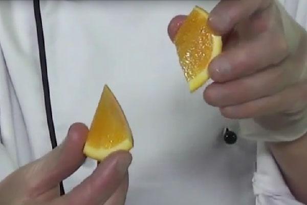 Каждую дольку дополнительно разрезаем по диагонали