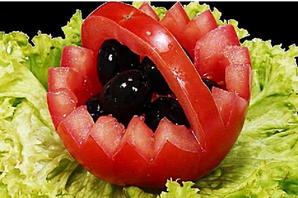 Как красиво подать оливье в овощных «салатниках»