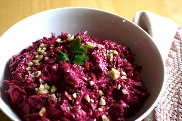 Салат со свеклы с черносливом и грецким орехом