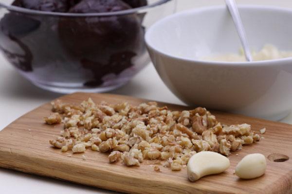 Рецепт салата свекла с чесноком