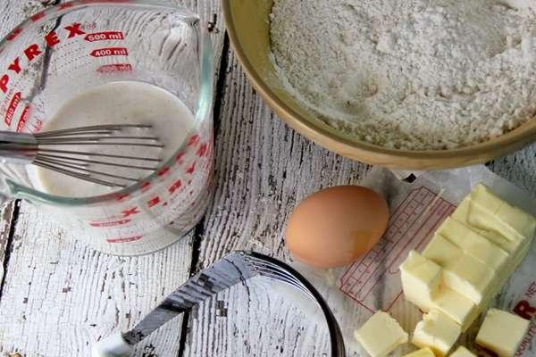 Готовим тесто для бисквита на кефире