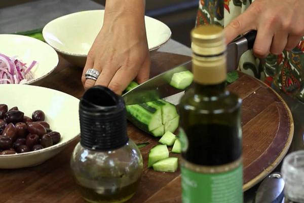 Готовим греческий салат с брынзой