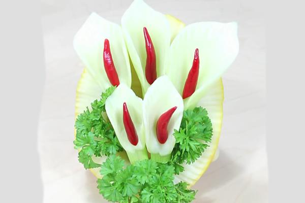 Украшение к столу в виде цветка калли