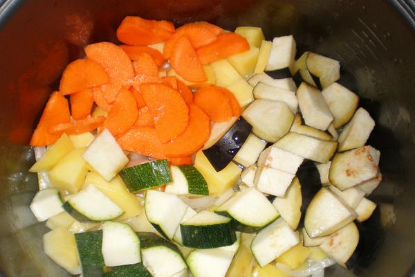 Домашнее приготовление овощного рагу в мультиварке