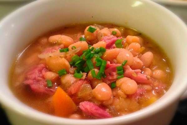 Низкокалорийный грибной суп с фасолью