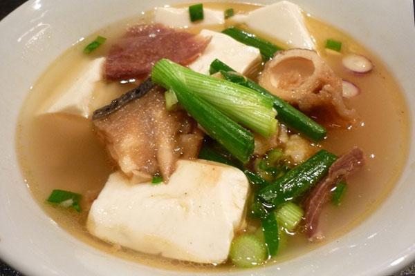 Свиной суп с соевым творогом