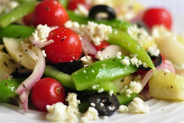 Греческий салат с сыром фетакса и с лимонной заправкой