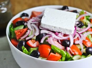 Греческий салат с сиртаки