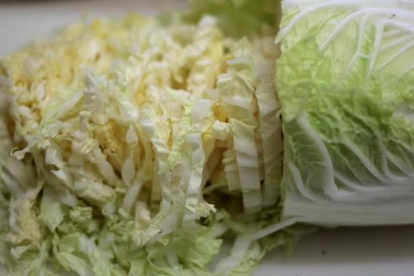 Как приготовить салат из китайской капусты