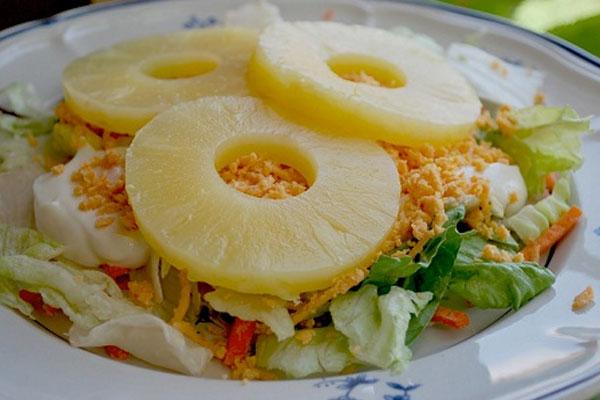 Рис и консервированный ананас - рецепт салата