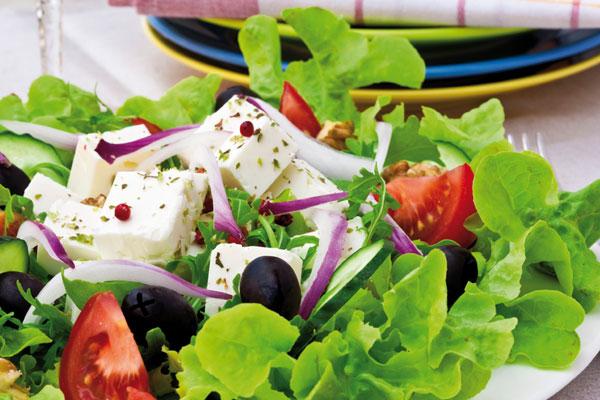 Как украсить салат греческий