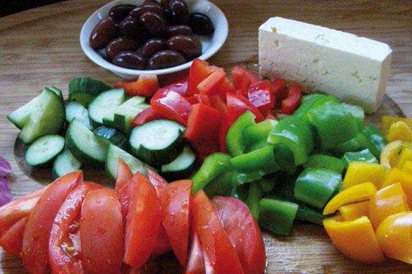 Как резать греческий салат