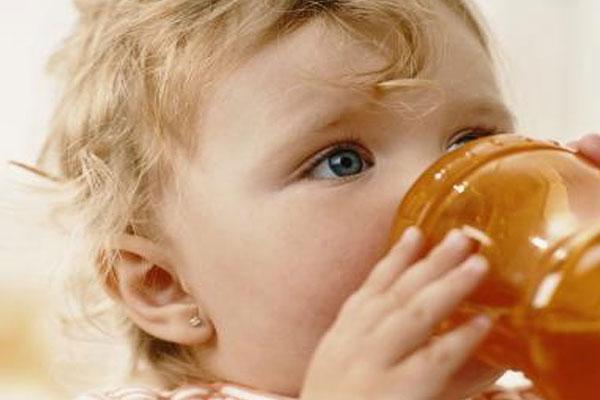С какого возраста можно давать годовалому ребенку брусничный морс