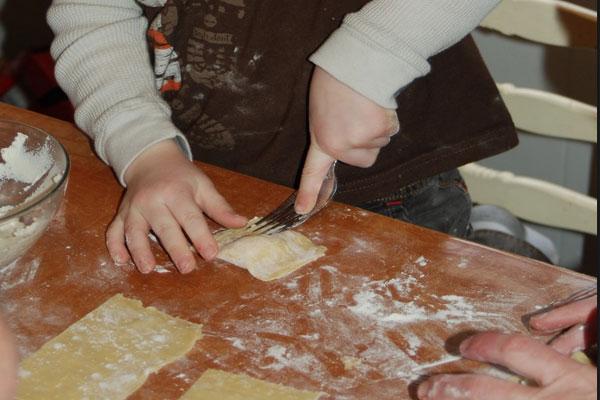 Как сделать тесто для пельменей для детей