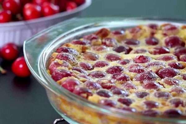 Французский десерт - клафути с вишней