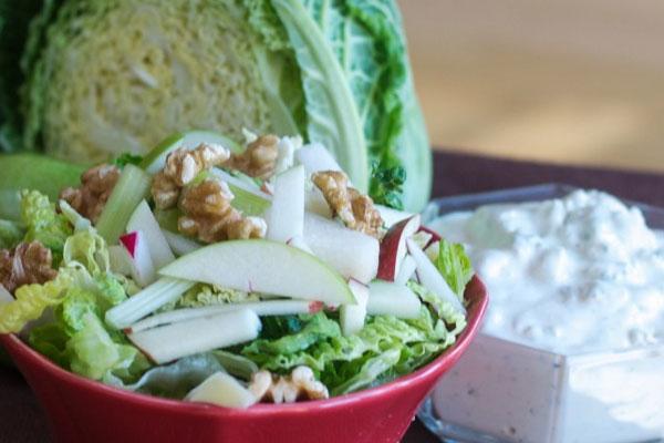 Салат зимний из яблок и капусты