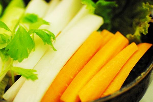 Как приготовить сыроедческий салат