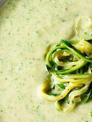 Суп-пюре из кабачков с курицей и сыром