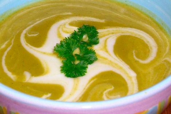 Суп-пюре из моркови и кабачков со сливками