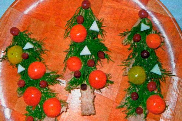 Бутерброд с чёрным хлебом «Новогодняя ёлка»