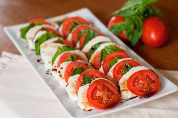 Изысканный овощной салат «Капрезе» на Новый Год