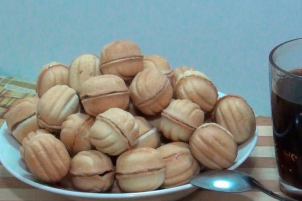 Как сделать орешки со сгущенкой