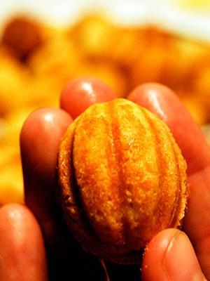 Классический рецепт - орехи со сгущёнкой в формочках