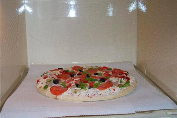 Соленая выпечка в микроволновке - бездрожжевая пицца
