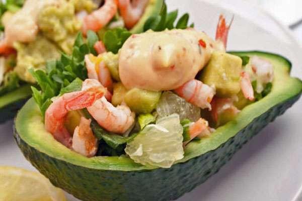 Салат с креветками и авокадо на новый год