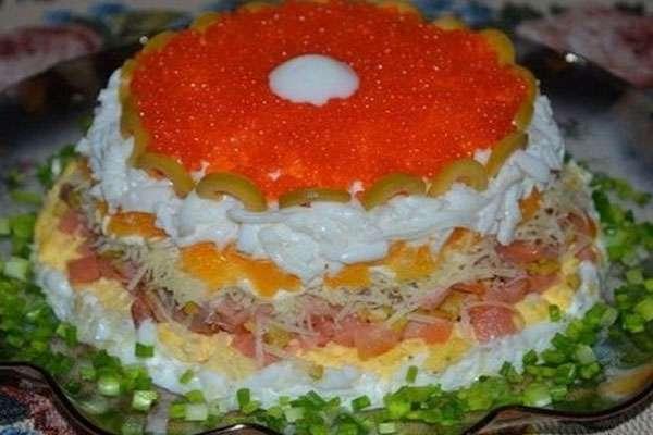 Слоёный салат с креветками на новогодний стол
