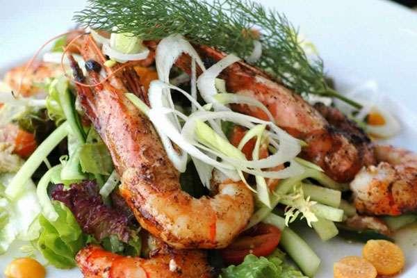 Как сделать новогодний салат «Цезарь» с курицей