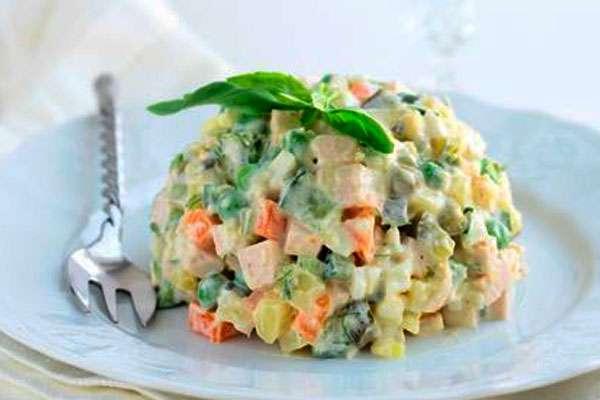 Салат с креветками и авокадо - домашний рецепт