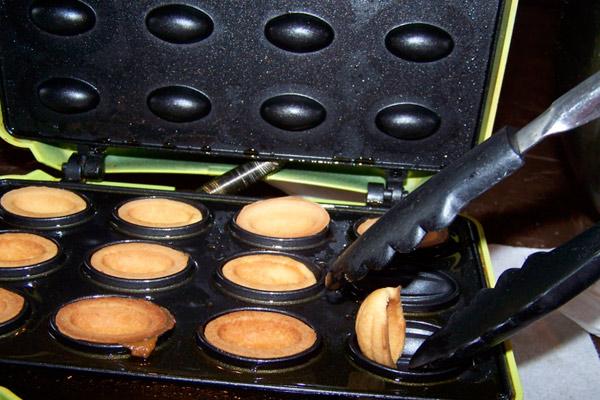 Орешки в электрической орешнице с фото