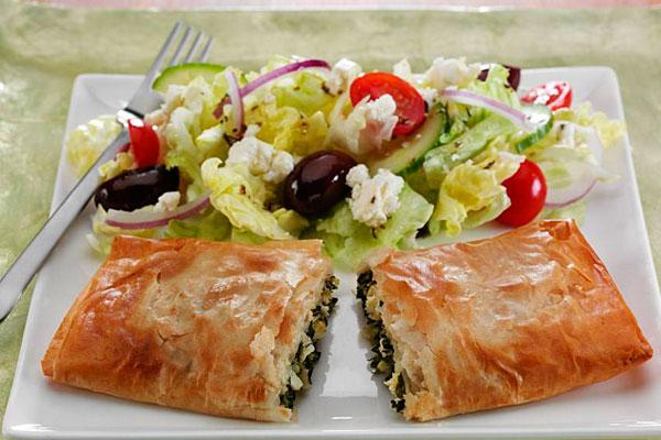 Быстрый пирог из лаваша с творогом и зеленью - классический рецепт